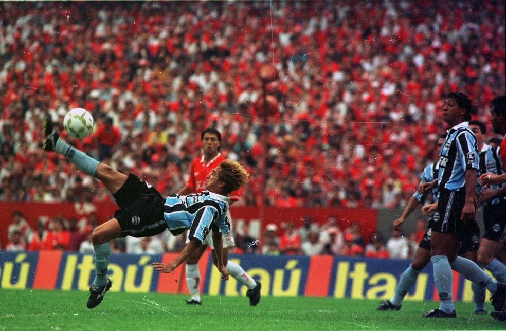 Paulo Nunes venceu títulos como da Libertadores, Recopa, Campeonato Brasileiro e Copa do Brasil pelo Grêmio (Foto: José Doval/Agência RBS)
