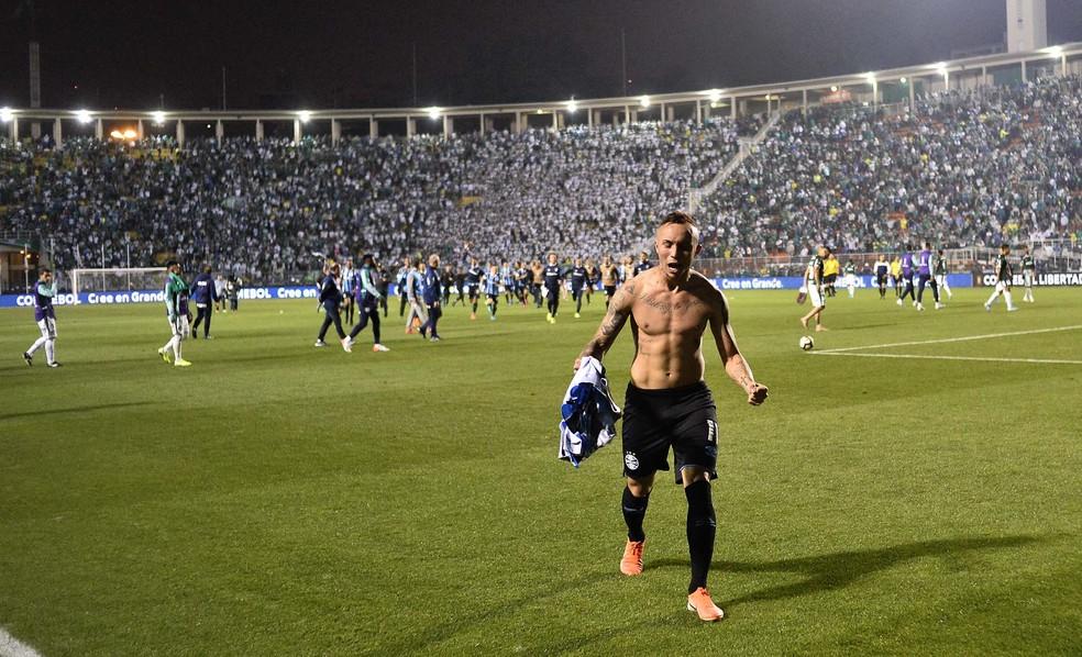 A vibração de Everton após a classificação no Pacaembu — Foto: Marcos Riboolli