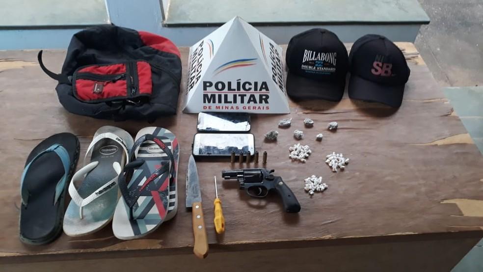 Polícia apreendeu drogas, arma e munições — Foto: Polícia Militar/ Divulgação