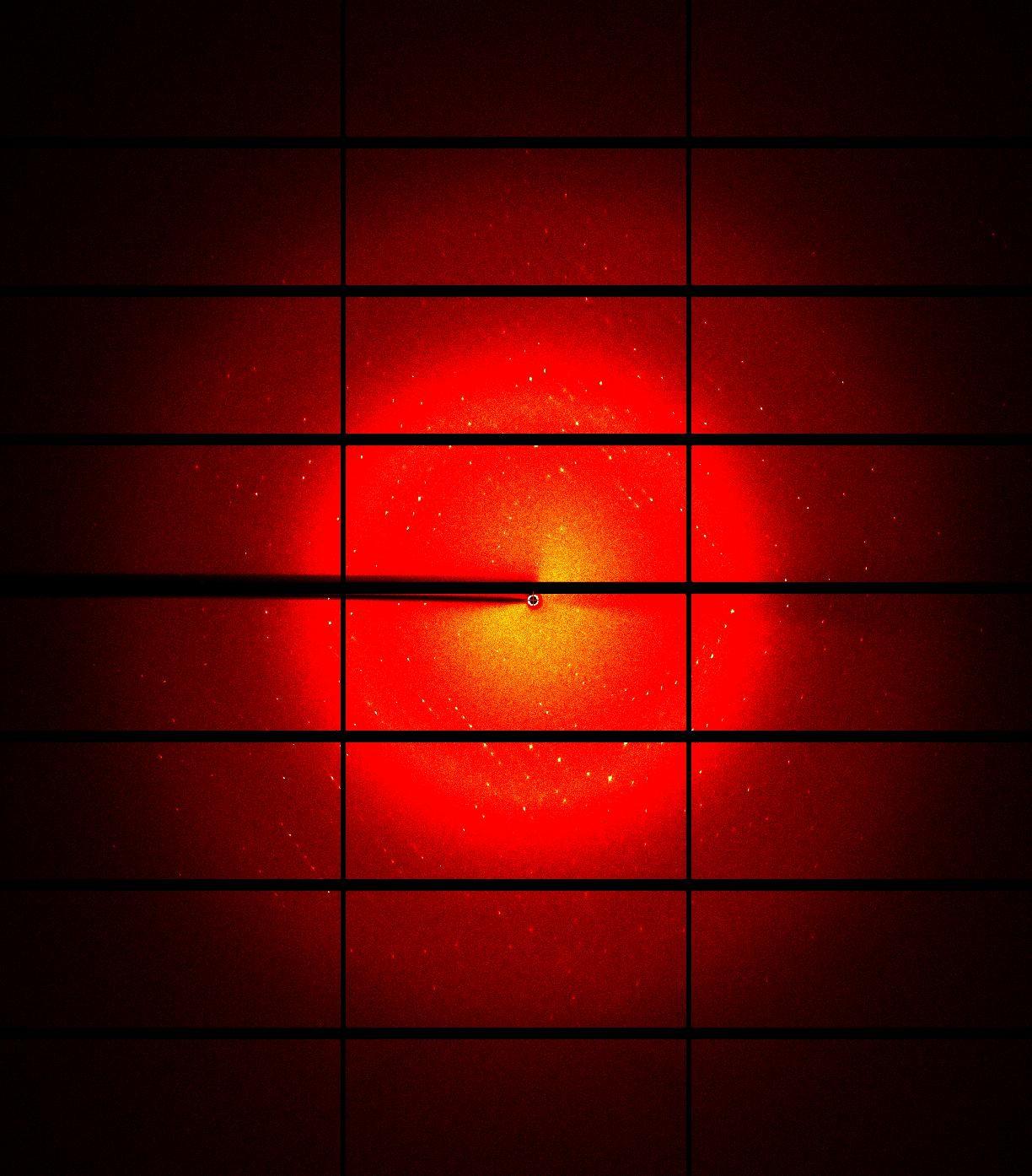 Padrão de difração do cristal de 3CL protease SARS-CoV-2, quando submetido ao feixe de luz gerado pelo Sirius (Foto: CNPEM)