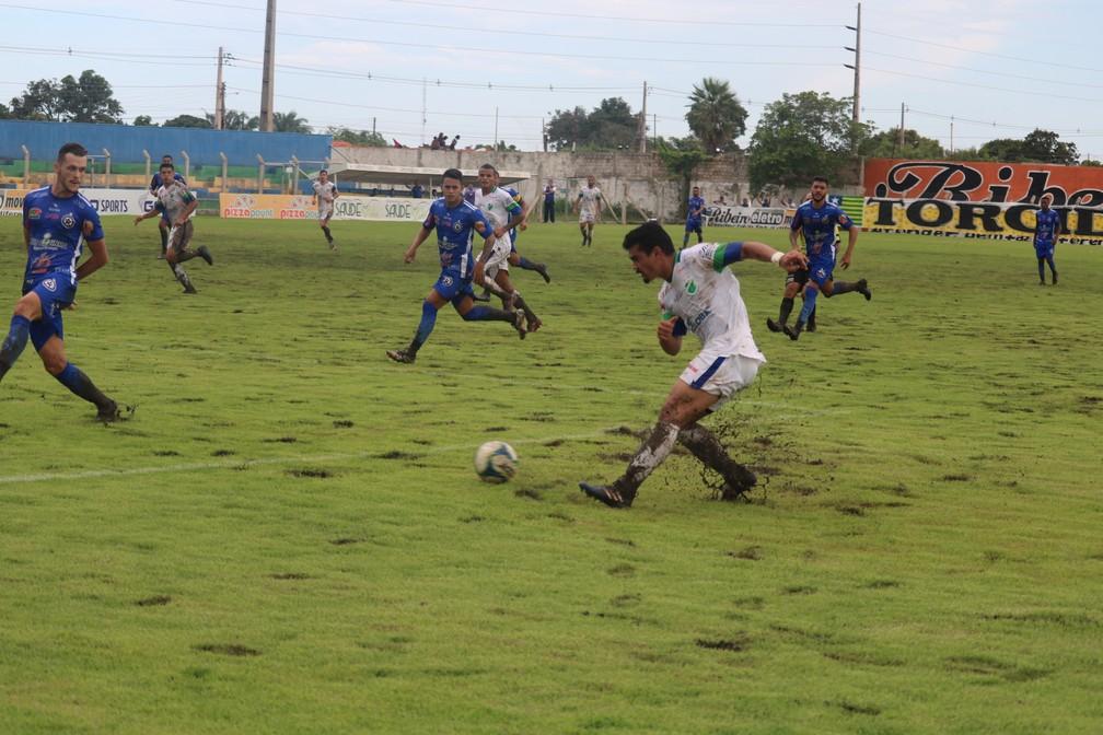 Lama estádio Felipão — Foto: Renan Morais