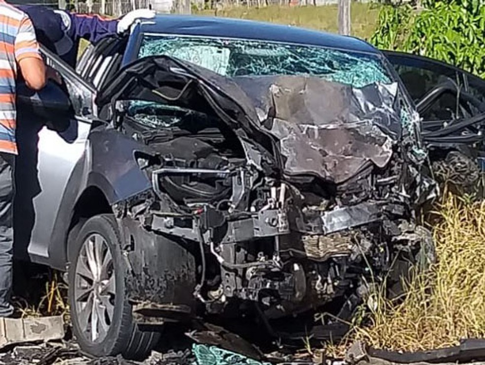 Três pessoas morrem em acidente envolvendo dois carros na BA-001 — Foto: Reprodução/Redes Sociais