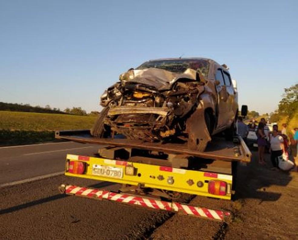 Motorista e duas crianças foram socorridas depois de acidente na Rodovia Castello Branco, em Porangaba (SP). — Foto: Leonardo Camargo