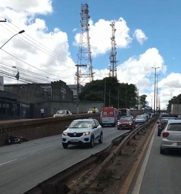 Motociclista morre em acidente na Avenida Cardeal Eugênio Pacelli, em Contagem
