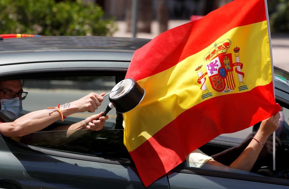 Carreata no centro de Madri pede o fim do isolamento social por conta do coronavírus, o país foi um dos mais afetados pela pandemia na Europa — Foto: Jon Nazca/Reuters