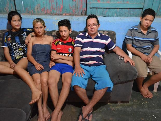 Menino que fugiu de casa após pai tomar celular  (Foto: Matheus Henrique/G1)