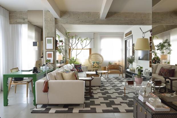 10 salas com aparador de sofá (Foto: MCA Estúdio)