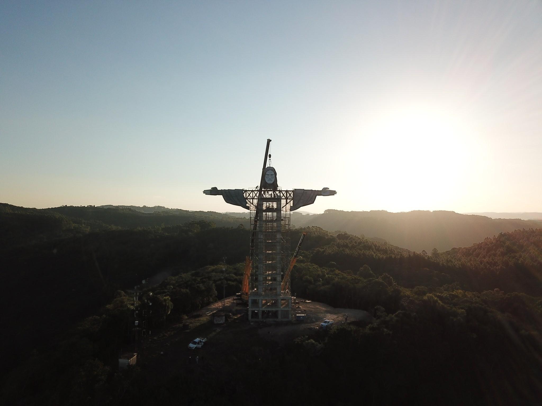 Prefeito de Encantando reage a provocação de Eduardo Paes sobre  tamanho de estátua de Cristo