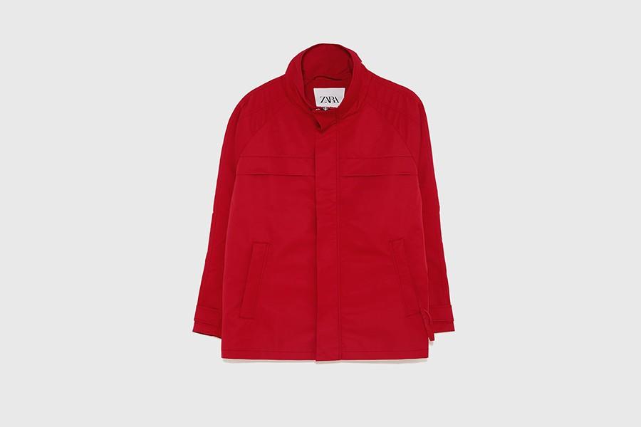 Jaqueta combinada vermelha Zara (Foto: Reprodução)