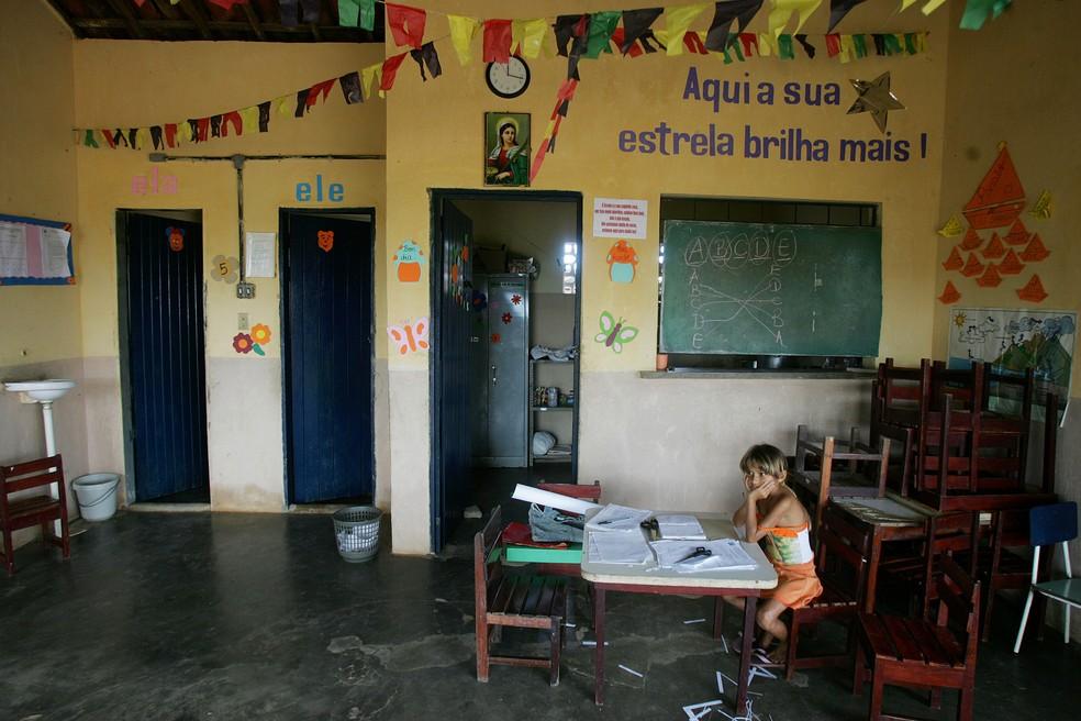Imagem de 2005 da Escola de Ensino Fundamental Santa Luzia, em Almécegas, no Ceará (Foto: Jonne Roriz/Estadão Conteúdo)