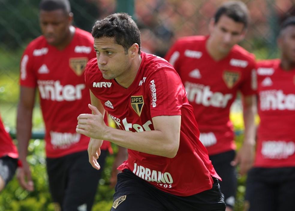 Anderson Martins treina com a camisa do So Paulo  Foto Rubens Chiri  saopaulofcnet