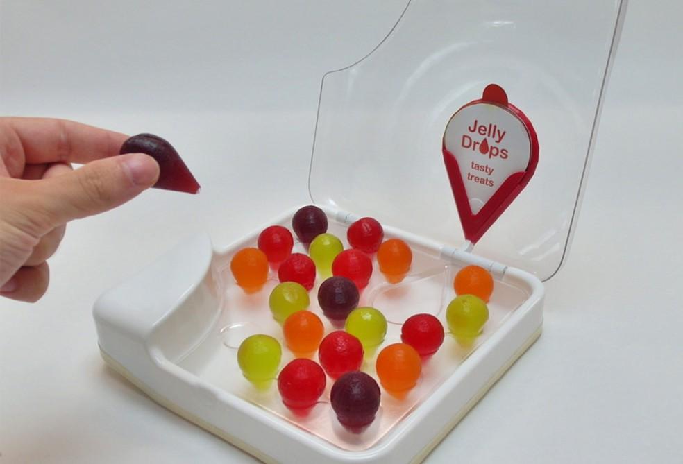 Jelly Drops: com a aparência de guloseimas, elas têm 90% de água e seu objetivo é prevenir a desidratação de idosos — Foto: Divulgação