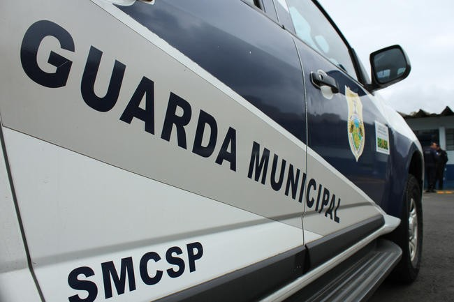 Filha pede ajuda, e homem é preso suspeito de agredir e manter mulher em cárcere privado, em Ponta Grossa