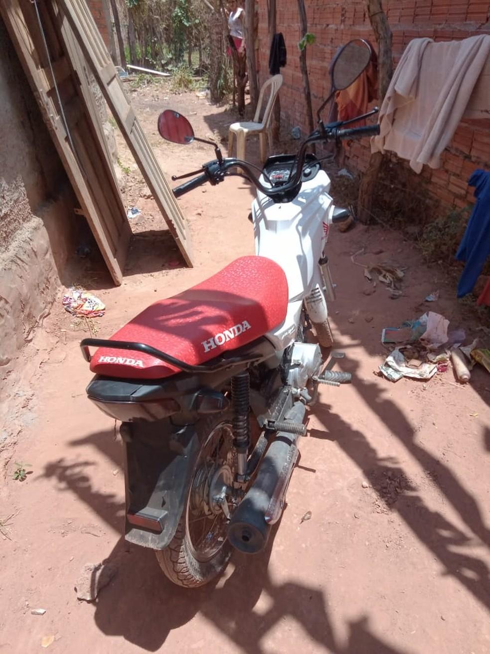 Motocicleta roubada foi usada no latrocínio. — Foto: Divulgação/Polícia Civil.