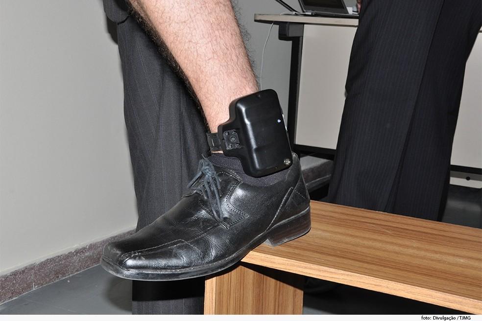 Governo do Ceará sanciona lei que cobra dos presos 'aluguel' de tornozeleiras eletrônicas.  — Foto: (Foto: Divulgação)
