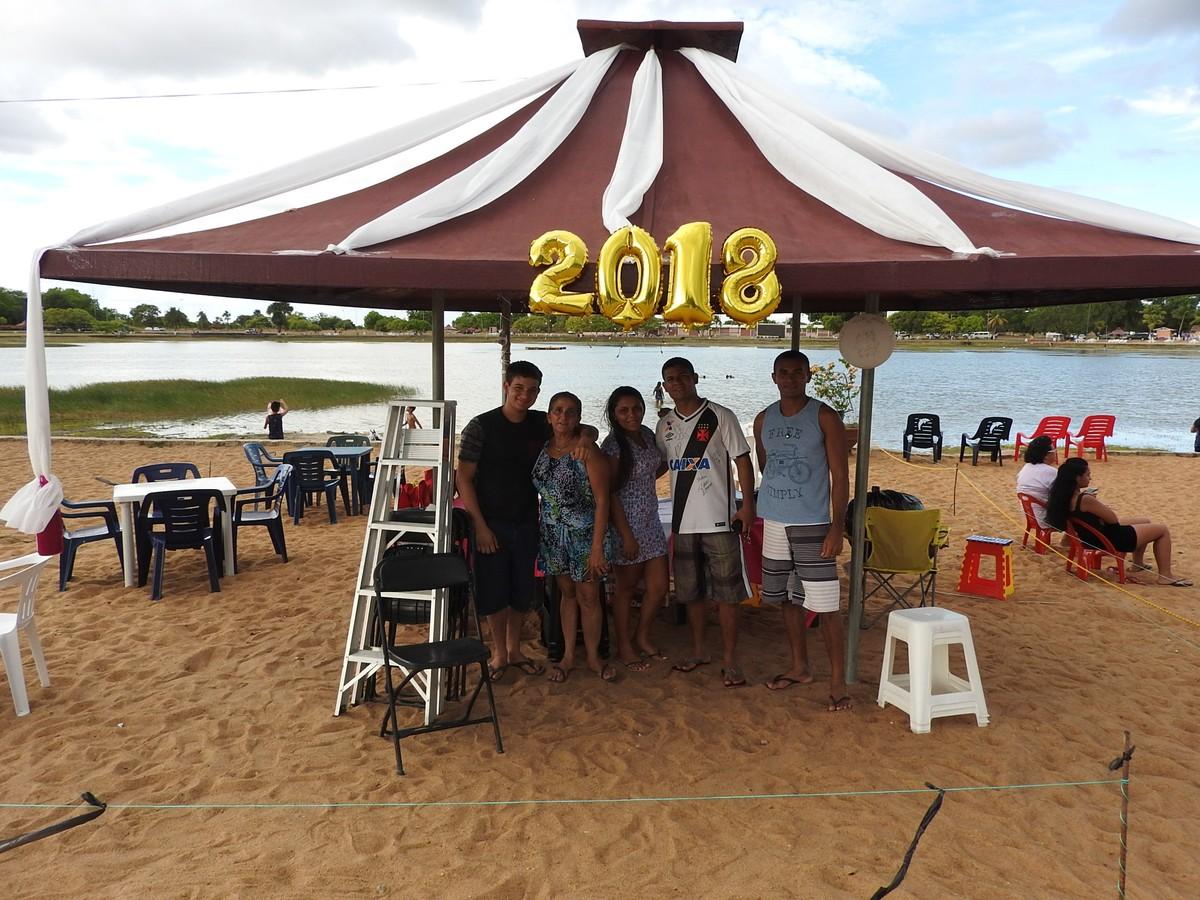Famílias de Boa Vista montam 'camarotes' para festa de réveillon no Parque Anauá