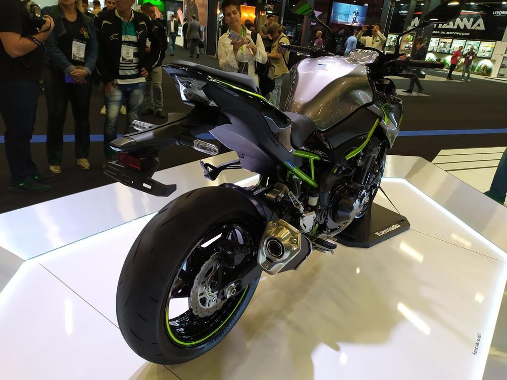 Kawasaki apresenta a nova geração da Z900 no Salão Duas Rodas — Foto: André Paixão/G1