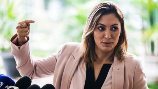 Segundo Bolsonaro, o depósito de R$ 24 mil para sua mulher Michelle (foto) era o pagamento de uma dívida pessoal (Foto: Agência Brasil, via BBC News Brasil)