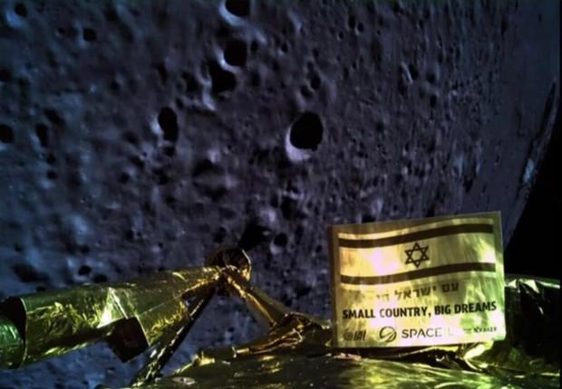 Foto tirada pela sonda poucos minutos antes de colidir com a Lua (Foto: Divulgação)