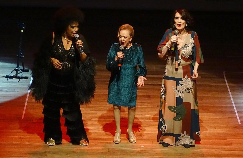 Eliana Pittman, Claudette Soares e Doris Monteiro em cena no show 'As divas do sambalanço' — Foto: Marcelo Castello Branco / Divulgação