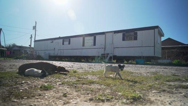 As casas-trailer são comuns na cidade de Escobares (Foto: BBC News)
