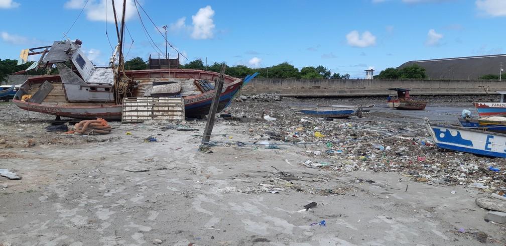 Zona de pesca perto do Porto de Jaraguá, em Maceió — Foto: Bárbara Muniz Vieira/G1