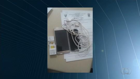 Advogado é detido suspeito de tentar entregar celular a preso, em Senador Canedo