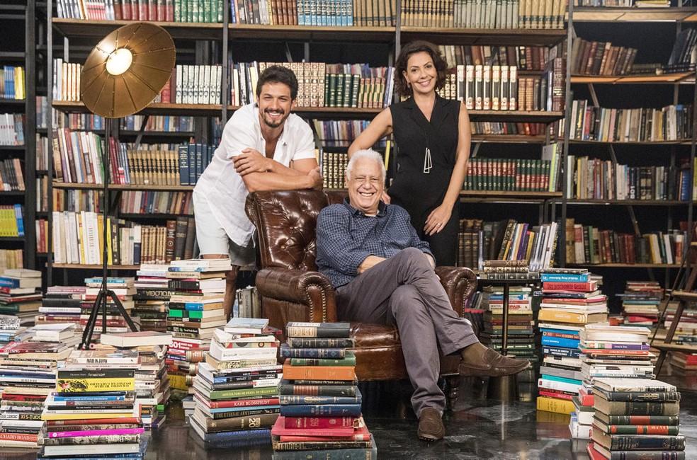 Antonio Fagundes é o editor de livros Alberto, pai de Marcos (Romulo Estrela) e Nana (Fabíula Nascimento) em 'Bom Sucesso'  — Foto: Victor Pollak/Globo