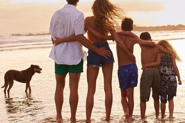 Gisele Bündchen e Tom Brady em inusitada foto de família (Foto: Reprodução/Instagram)