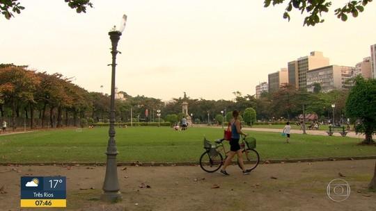 Praça é alvo de vandalismo 24 h após mutirão de conserto e limpeza no Rio