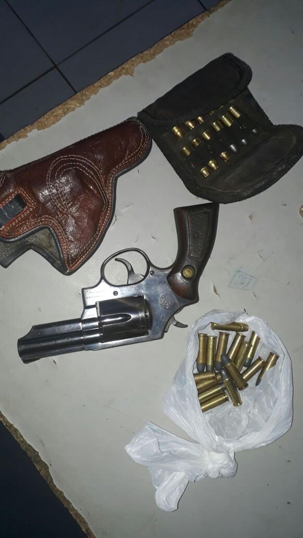Armas e munições foram apreendidas durante operação no Sertão (Foto: Polícia Militar/Divulgação)