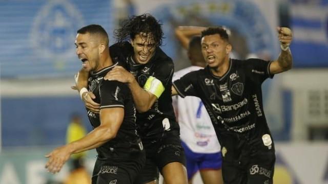 Elyeser comemora o gol da vitória do Paysandu sobre o Bragantino-PA