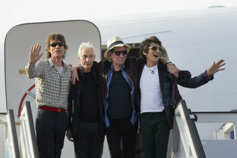 Mick Jagger, Charlie Watts, Keith Richards e Ron Wood posam ao chegar no aeroporto de Havana, em Cuba, em março de 2016 — Foto: AP Photo/Ramon Espinosa File