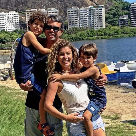Bárbara Borges com o marido e os filhos (Foto: Reprodução/ Instagram)