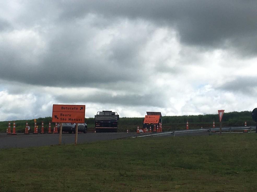 Trecho da Rodovia Marechal Rondon foi liberado em pista simples no dia 14 de fevereiro em Botucatu — Foto: Paola Patriarca/G1