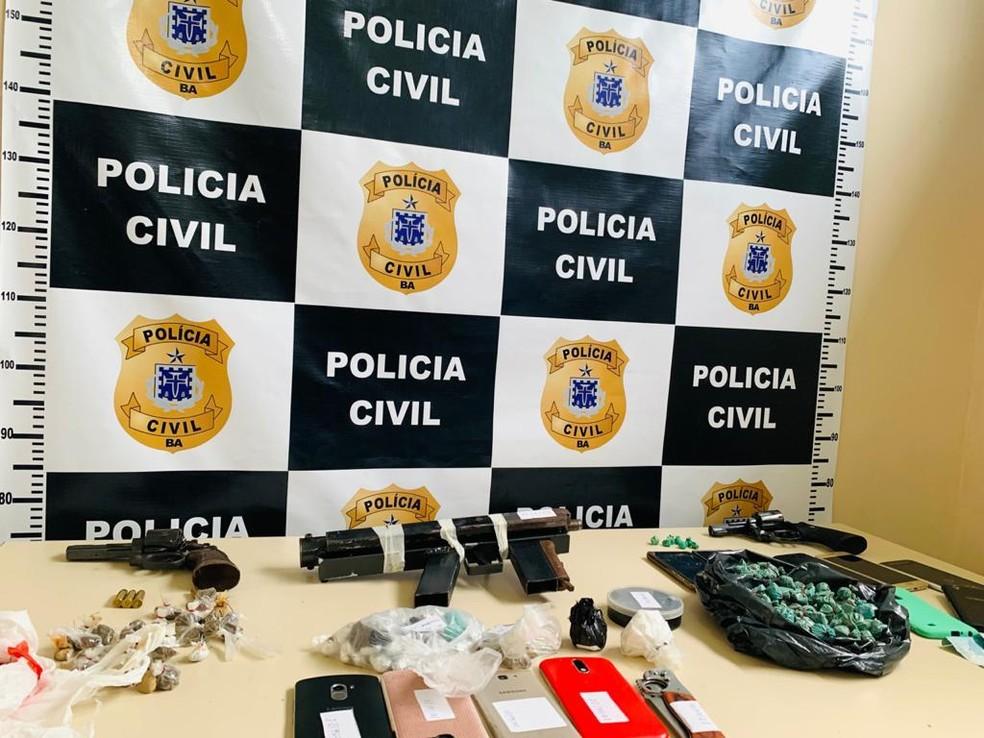 Seis homens presos por tráfico de drogas em Catu — Foto: Ascom/Polícia Civil