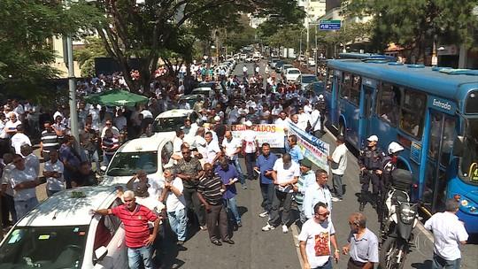 Kalil se reúne com taxistas e BHTrans e garante regulamentação de aplicativos de transporte em Belo Horizonte