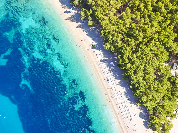 Aerial view of Zlatni Rat on the island of Brac, in Bol, Croatia (Foto: Getty Images/iStockphoto)