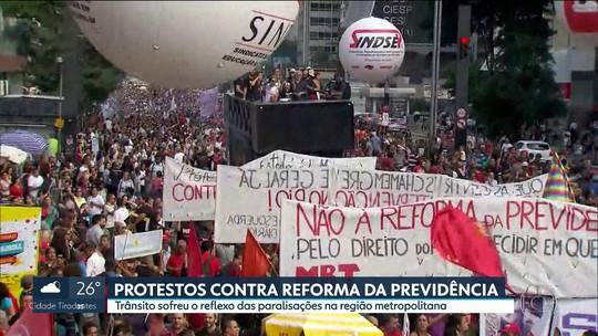 Protesto em SP contra reforma da Previdência fecha a Avenida Paulista