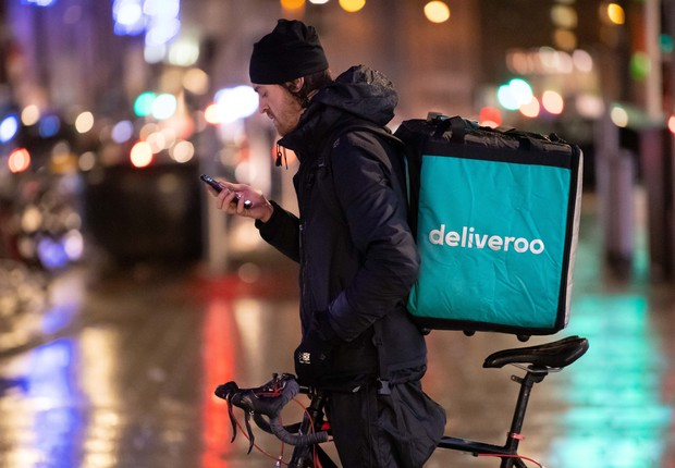 Entregador da startup de delivery Deliveroo (Foto: Matthew Horwood/Getty Images)