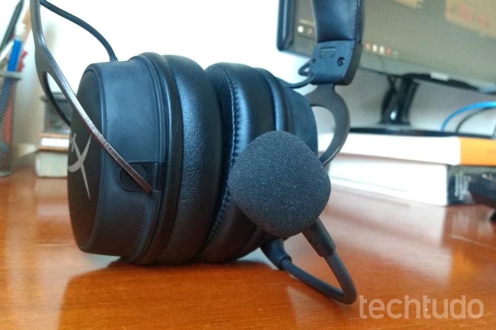 HyperX Cloud MIX tem um microfone removível e um embutido para usar quando conectado ao Bluetooth — Foto: Nicolly Vimercate/TechTudo