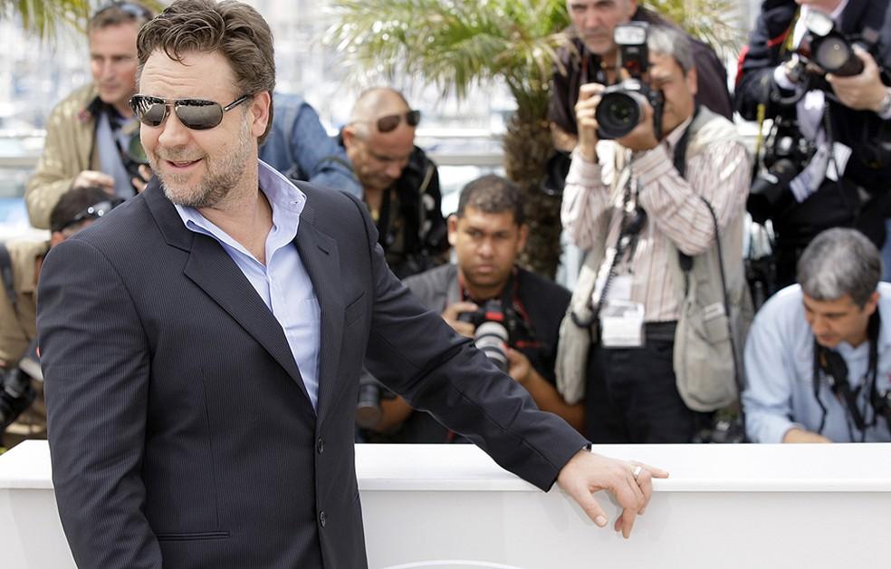 Russell Crowe arrecada R$ 13 milhões em leilão para pagar divórcio