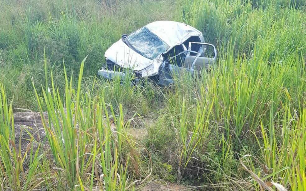 Carro ficou destruído após o acidente (Foto: Tiago Bottino/Blog Itapetinga Agora)