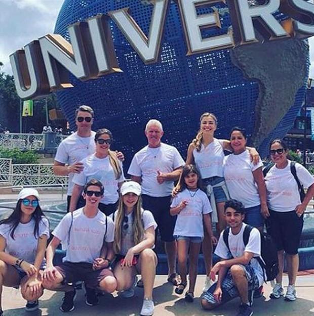 Grazi Massafera com a família no Universal  Orlando Resort (Foto: Reprodução/Instagram)