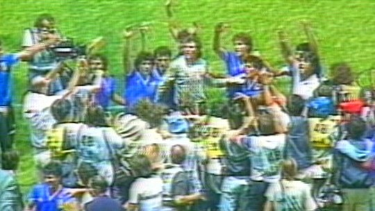 """Há 32 anos, Diego Maradona enfileirava ingleses e consagrava """"La Mano de Dios"""""""