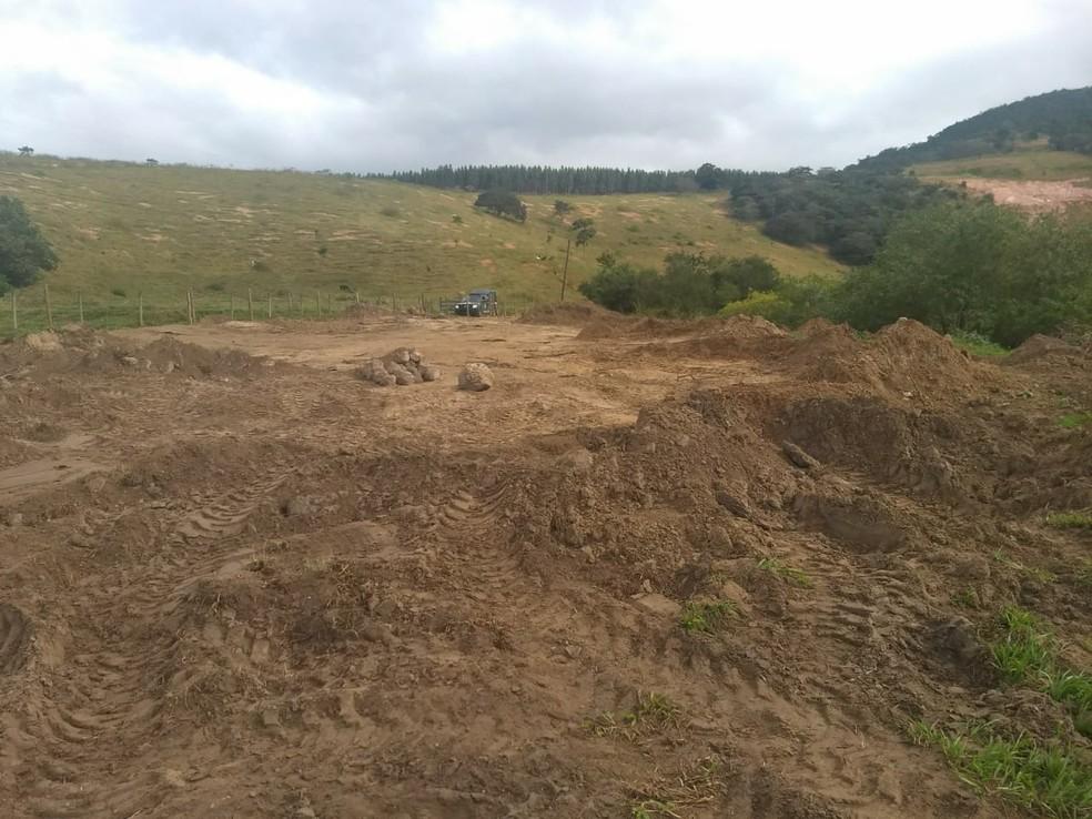 Aterro foi encontrado no distrito de Santa Maria nesta segunda-feira (18) (Foto: Divulgação/Linha Verde)
