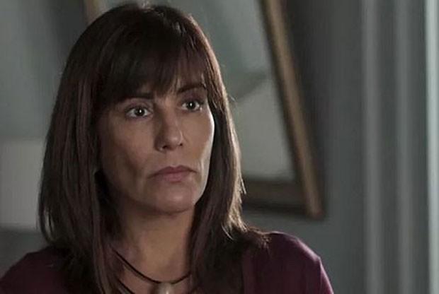 Beth (Gloria Pires) decidirá doar rim para salvar a vida da filha Adriana (Julia Dalavia) (Foto: TV Globo)