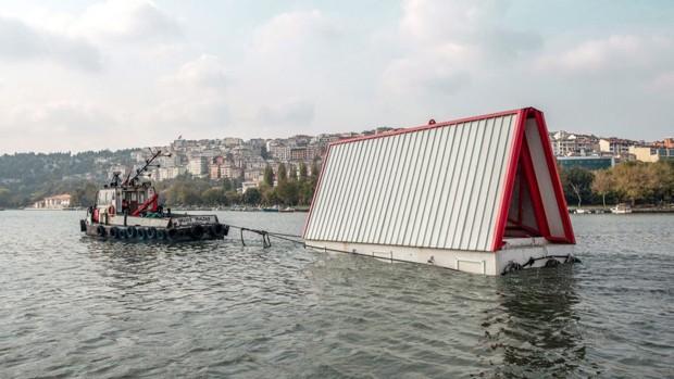 Conheça a casa flutuante dobrável desenvolvida para vítimas de terremotos (Foto: Reprodução)