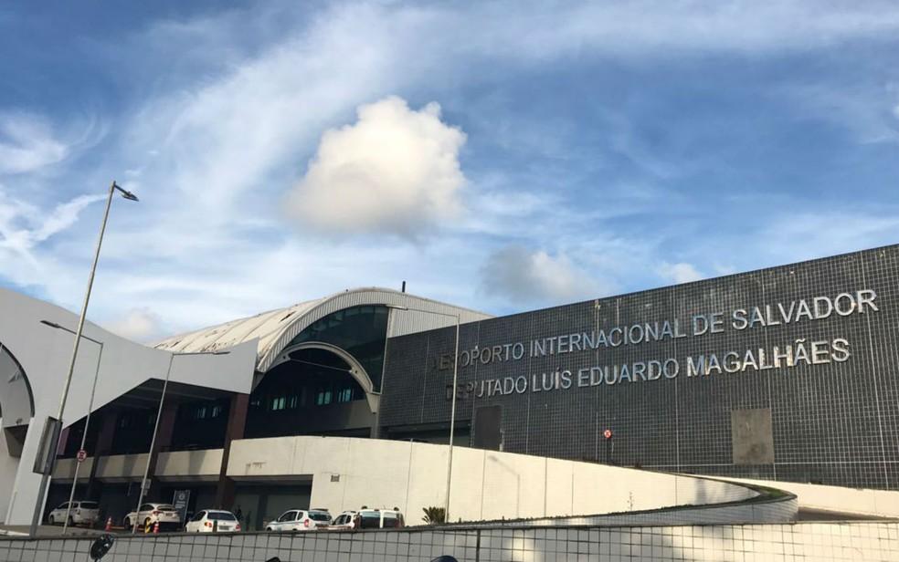 Três voos com destino ao aeroporto de Salvador são desviados por restrições operacionais em pista por causa do vento. â?? Foto: Alan Tiago Alves/G1