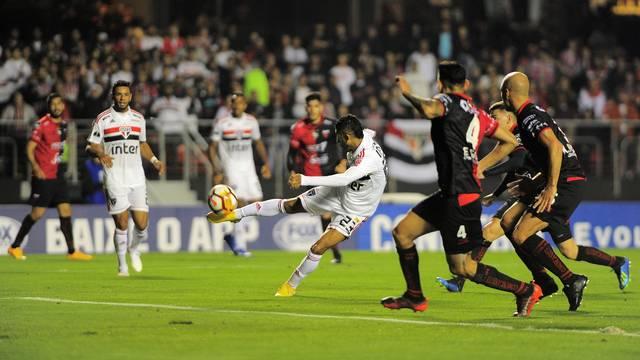 Rojas perde grande chance no primeiro tempo